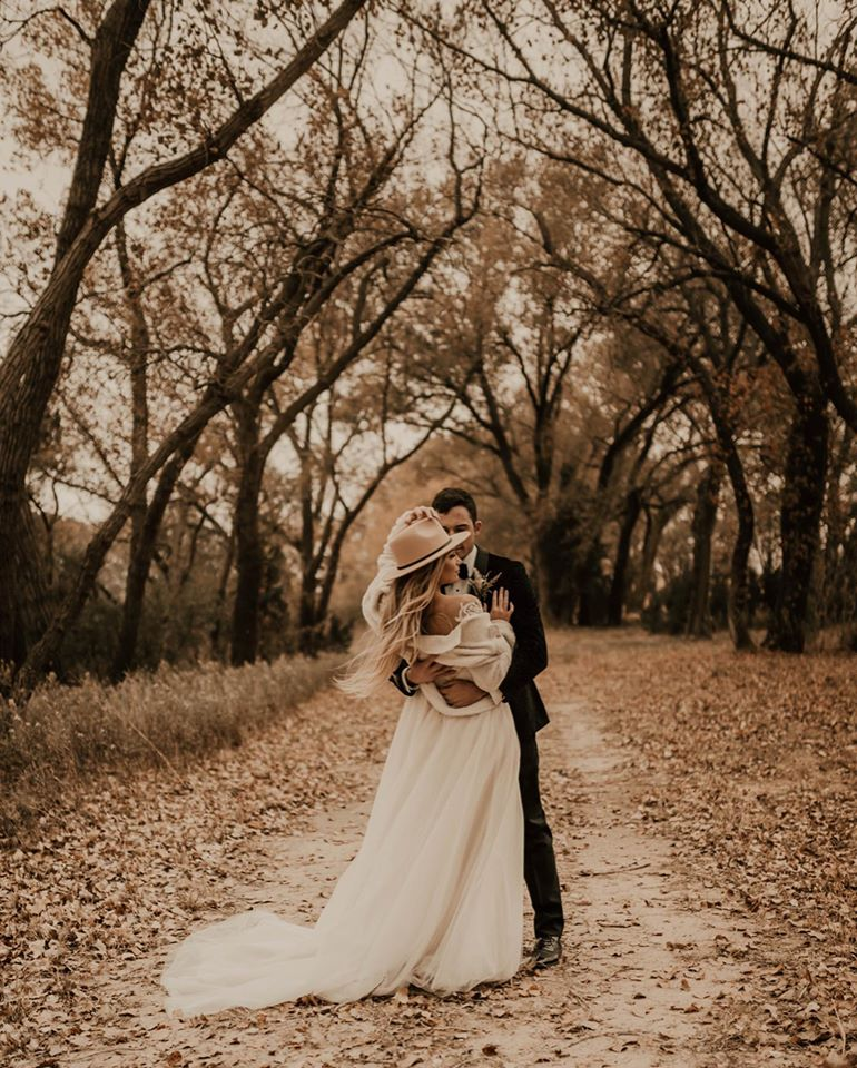 Outdoor Wedding Wichita Ks: Lakeside Wedding Venue In Wichita, Kansas